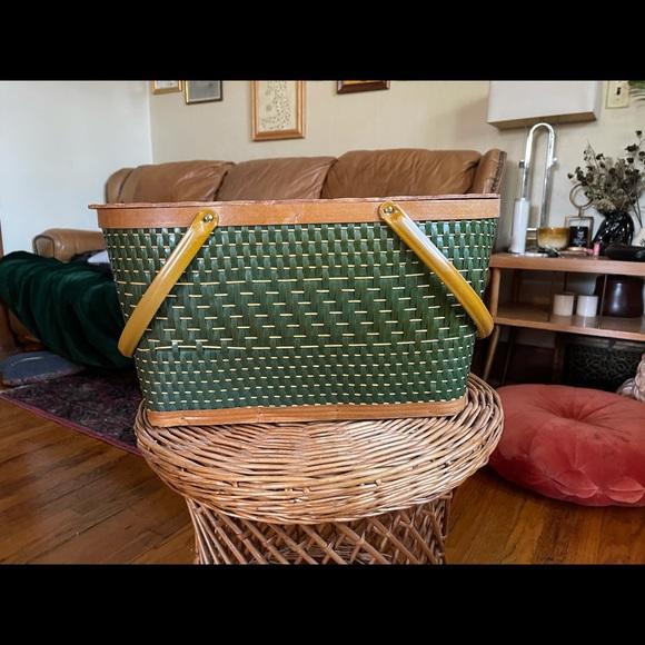 Vintage Antique Green Hawkeye Picnic Basket